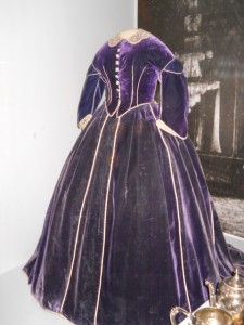 mary-todd-lincoln-gown